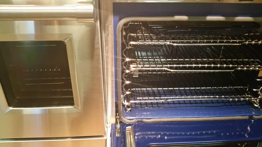 image of Wolf 48 inch oven interior, interior of the 30 inch oven in the range