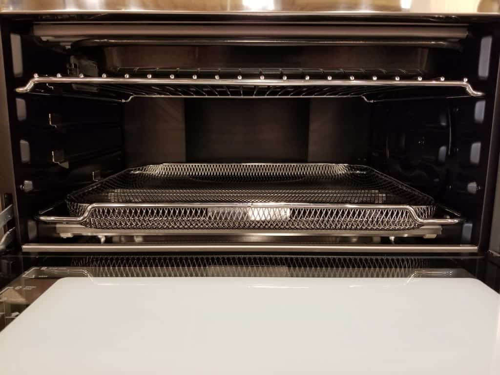 image of the Breville Smart Oven Air nterior